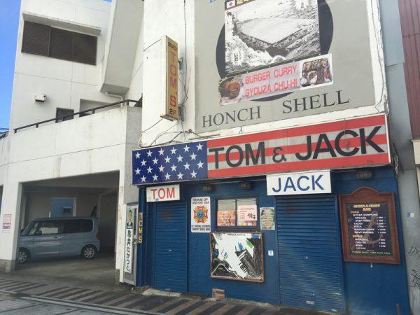 横須賀らしい海軍風の店も
