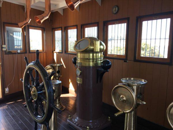 記念艦三笠の操舵室を観光