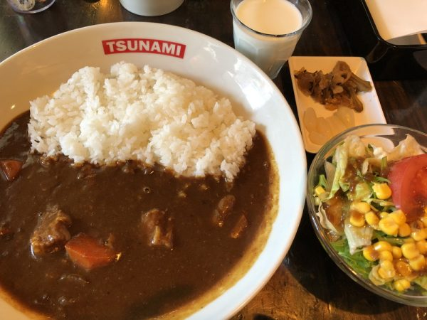 【食べる券】TSUNAMI/津波(ツナミ)の横須賀海軍カレー(サラダ・牛乳)