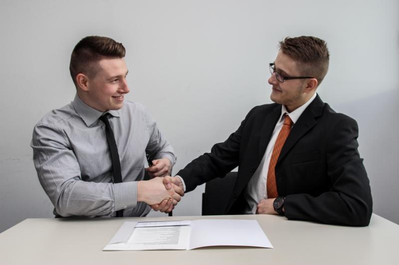 転職面接の自己紹介のコツを大手内定者が解説【例文、時間の目安】