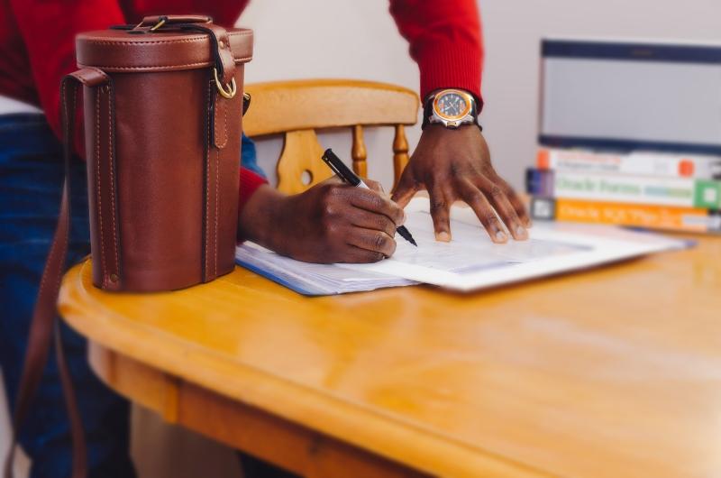 ファクタリングの必要書類(法人/個人事業主) | 必要書類が少ない会社は?