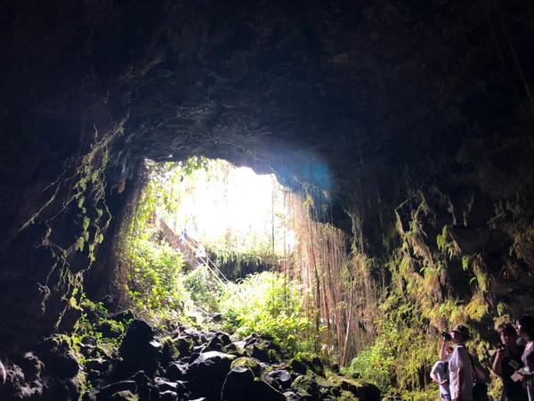 ハワイ島人気現地ツアーの口コミ | カウマナ洞口洞窟の中