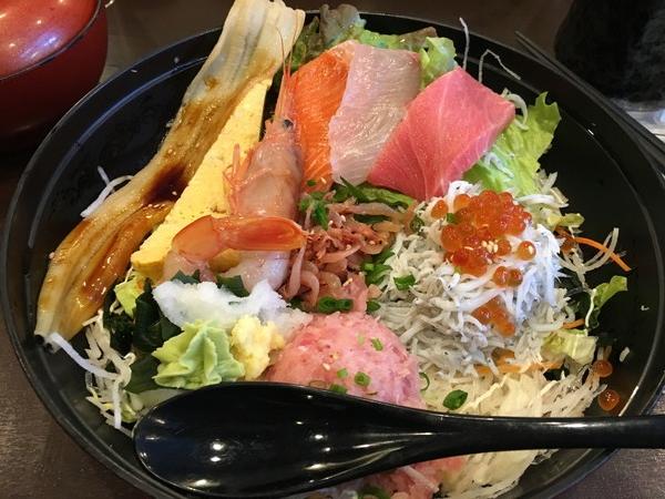 江ノ島とびっちょの看板メニュー とびっちょ丼